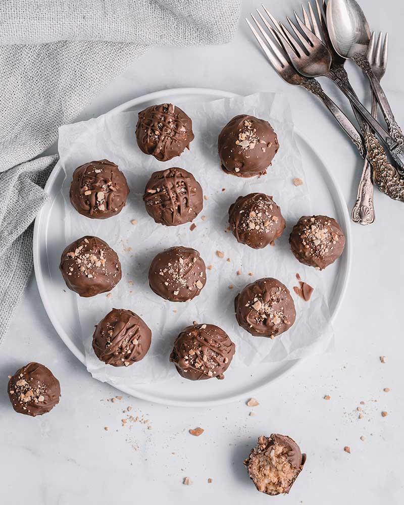 Chocolate & Peanut Butter Crunchy Balls